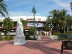 World Famous St Armands Circle is a 12 min walk from home