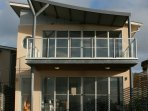 Two storey modern apartment with 2 living areas with great views of Christmas Cove.Near to Penneshaw