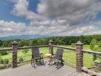 Spacious kid-friendly home w/ huge deck, gourmet kitchen, & mountain views