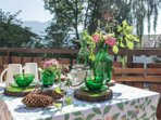 Giochi di colori ed elementi naturali per godersi l'esterno