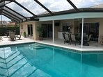 Large Pool, BBQ, 2 Dining Tables outside, 5 lounge chairs