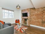 APT 1. Heathrow/Staines Apartment. NEW! 8 Guests.