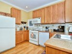 Beautiful Kitchen, newer Appliances, all Accessories included