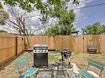 A gas grill and charcoal grill are provided.