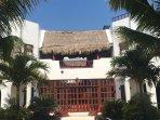 Casa Que Canta as seen from the beach