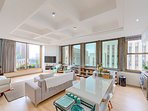 Spacious 83m2 corner apartment with large bay windows, high ceilings and beautiful city views