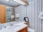 EastWestResorts_Kv121_Bathroom.jpg