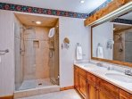 EastWestResorts_Kv121_Bathroom2.jpg