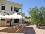 Apartment sleeps 4-6. Modern, spacious, ample parking, set within olive grove