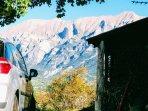 De tous les cotés de la maison,vue sur les montagnes, et le lac à l'ouest