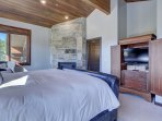 Upper Floor Master Suite-King Bed, Fireplace, HD TV, Private Bath