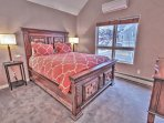 7th Bedroom with Queen Bed and Private Bath with Tub/Shower
