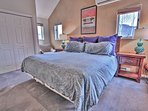 6th Bedroom with King Bed and Full Bath Access - Tub/Shower