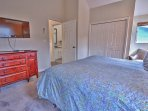 6th Bedroom with King Bed, 40' TV and Full Bath Access - Tub/Shower
