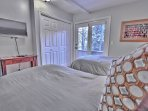 3rd Bedroom with 2 Twin Beds, 32' TV and Full Bath Access