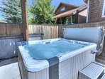 Cozy 6-seat hot tub on private back patio
