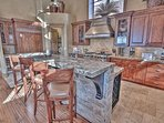 Gourmet Chef's kitchen and bar seating for 4