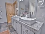 Main level full bathroom with washer and dryer in Snowblaze 302 - Park City