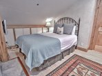 Second upstairs bedroom with queen bed, 3/4 bath, and 32' TV in Snowblaze 302 - Park City