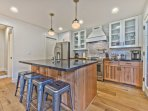 Fully Equipped Kitchen with Stainless Steel Appliances, Kuerig Coffee Machine, Bar Seating for 4, Dining Area Seating...