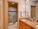 EastWestResorts_HL402_Bathroom-(3).jpg