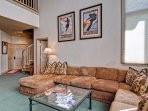 EastWestResorts_HL402_Livingroom3.jpg