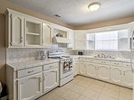 The fully equipped kitchen boasts brand new appliances.