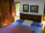 Dormitorio principal (cama 1,80 x 2 m, televisión y baño completo).