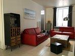Le salon avec de confortables canapés