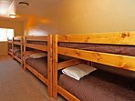 Bunk Room W/ 4 twin over twin bunks