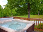 Large Clean Hot Tub for you to enjoy throughout the year