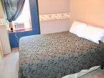guest room queen bed river view