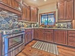 Fully Upgraded Kitchen with Stainless Steel Appliances, High-end Finishes and Granite Countertops