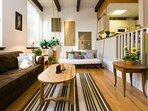 Sweet City Retreat! Luxury Art Loft