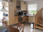 Küche mit Treppe zum Obergeschoss