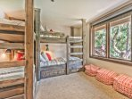 Mid-Level Bunk Room with 2 Twin/Twin Bunk Beds and a Full Private Bath