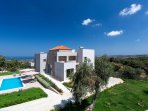 Set in a quiet location overlooking Cretan Sea only 7km away from the beach