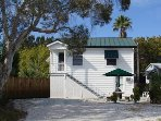 Quaint Florida Bungalow (Upper level) ... Steps from the Beach