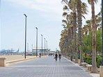 Alrededores, paseo marítimo de Las Arenas