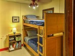 The other 2 bedrooms are equipped with twin-over-twin bunk beds.