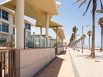 Entrada peatonal al apartamento desde el paseo marítimo de La Patacona.