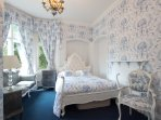 Blue toile double bedroom with ensuite wet room ground floor