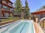 After spending the day cruising along the Breckenridge slopes, soak in the community hot tub.