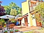 Villa in Sicilia, Viagrande, Catania - Vista Frontale sul Cortile & Giardino