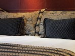 Cushion,Home Decor,Pillow,Furniture,Indoors