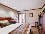 Bedroom,Indoors,Room,Bench,Bed