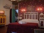 Alojamiento en Arévalo con habitaciones dobles y triples, techos y suelos originales de la casa