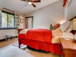 3rd Floor -The Cardinal Room! Queen Bed - En Suite Full Bathroom-Air Mattress for Overflow Guests -