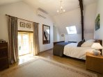 Large double bedroom with private en-suite bathroom, Kingsize bed and air conditioning
