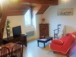 Espace salon avec canapé lit (140x190)